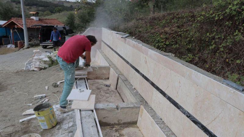 İzmit Belediyesi Süverler'de çeşmeleri yeniliyor