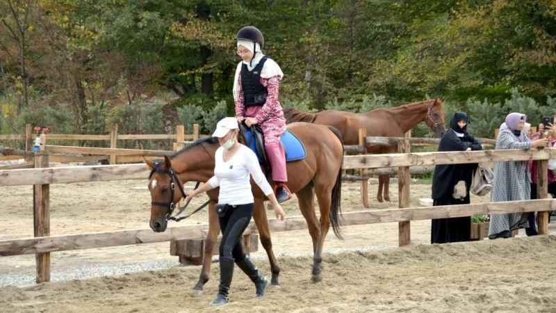 Karamürsel'de at çiftliği açıldı