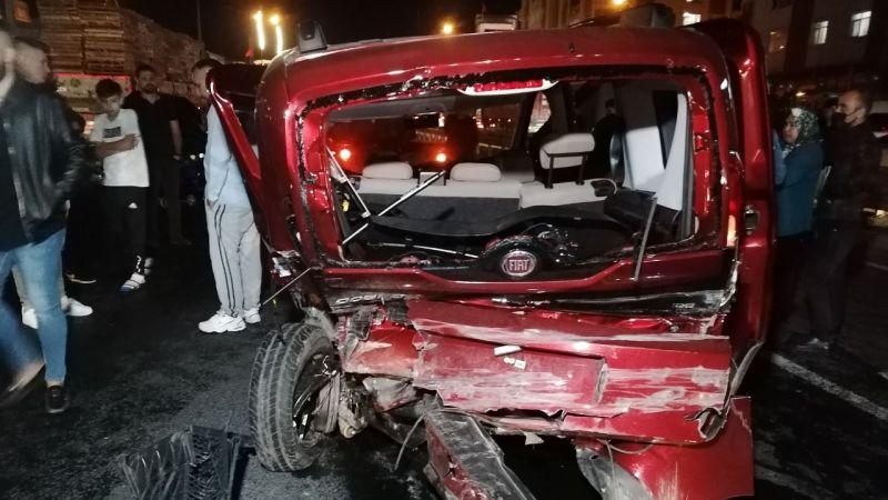 D-100'de zincirleme kaza: 3'ü çocuk 7 yaralı
