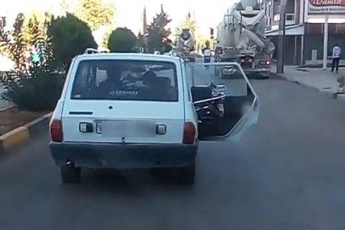 Kapısı açık ilerleyen otomobile 144 TL ceza kesildi