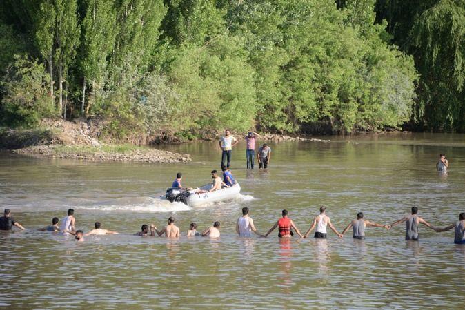 16 Yaşındaki Genç, Yüzmek İçin Girdiği Nehirde Boğularak Can Verdi
