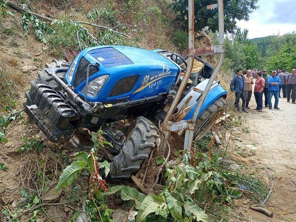 Kuyucak'ta Traktör Şarampole Devrildi; 1 Ölü
