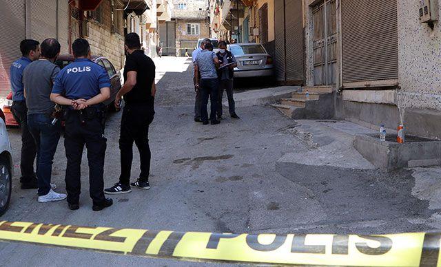 Üstünü Aramak İsteyen Polisi Bıçakladı!