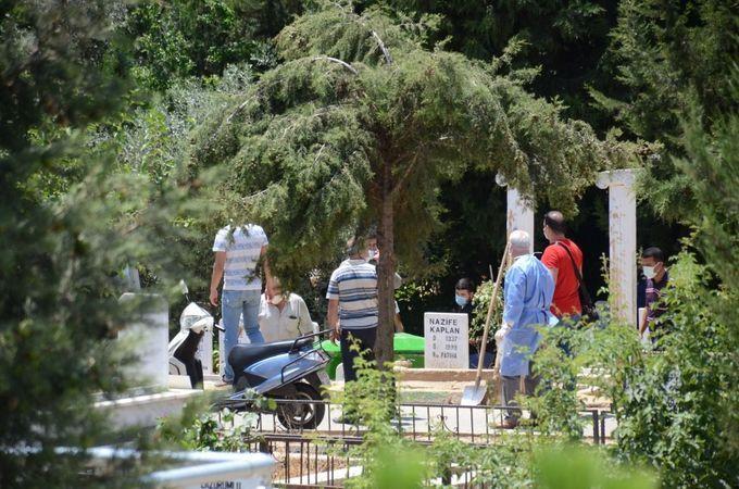 Nazilli'de Zemzem Suyu Yerine Porçöz İçerek Ölen Kadının Mezarı Açıldı