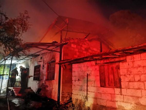Nazilli'de Yanan Evin Çöken Çatısı Altında Kalarak Feci Şekilde Hayatını Kaybetti
