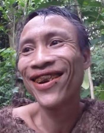 Gerçek Bir Tarzan! Kadınların Varlığını Bile Bilmiyor, Favori Yemeği Fare Kafası