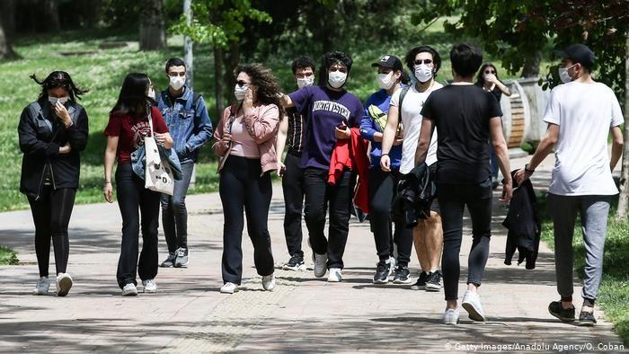 Açık Alanlarda Maske Takma Zorunluluğu Kaldırıldı