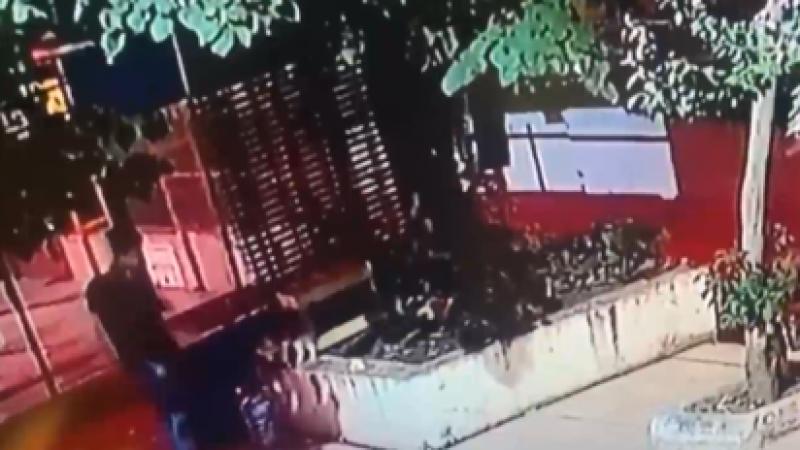 Yavru Sokak Kedisine Tekme Atarak Öldüren Kişi Kamerada!