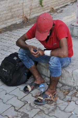 Genç Adamı Üst Geçitten Atlamak Üzereyken Polis Yakaladı
