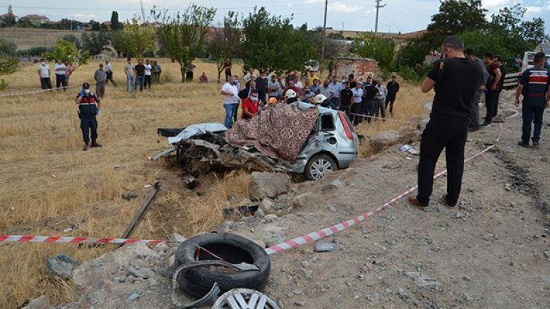 Oto Çekiciyle Çarpışan Otomobildeki 2 Kardeş Öldü