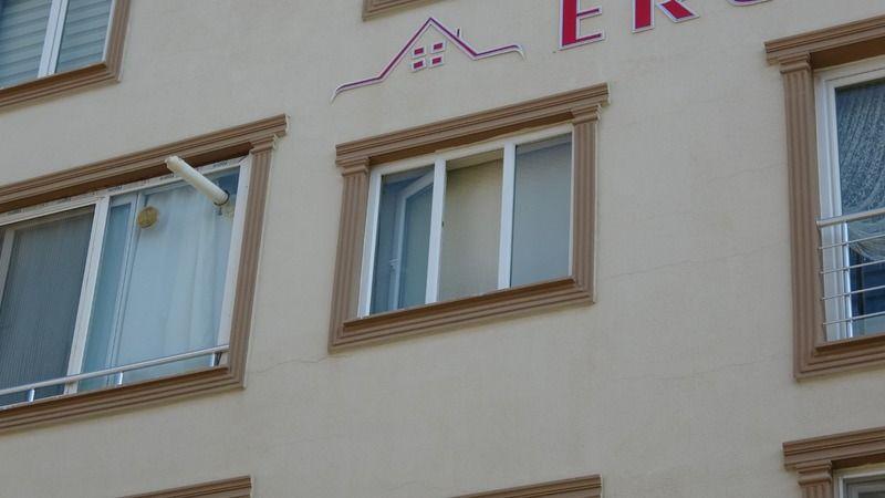 Apartman Merdiveninde Göğsünden Vurulmuş Halde Ölü Bulundu