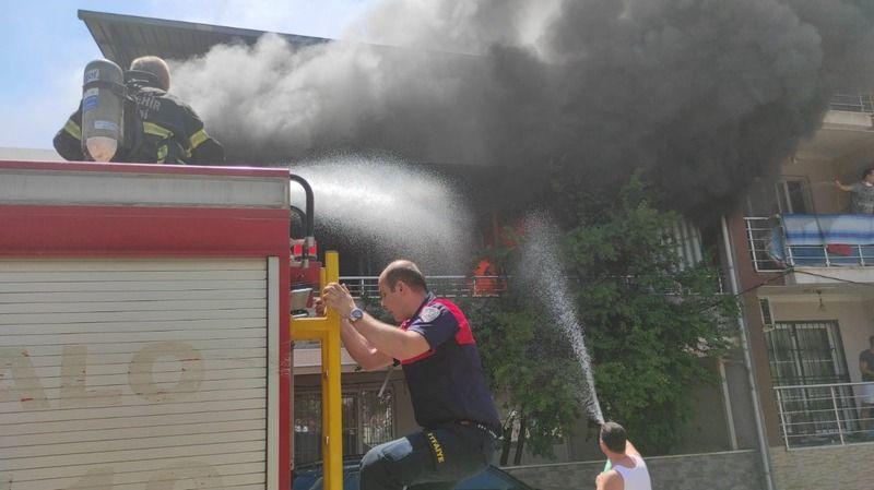 Nazilli'de Ev Yangını; Bir Aile Evlerinin Kül Oluşunu İzledi