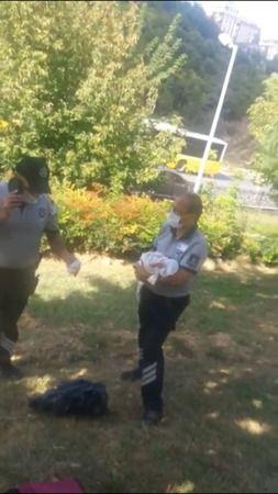 Yeni Doğan Bebeği Çantaya Koyup Parka Terk Ettiler