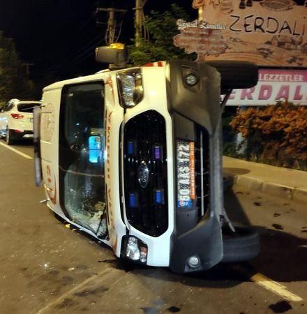 Yaralı Hastayı Taşıyan Ambulans İle Otomobil Çarpıştı; 4 Yaralı