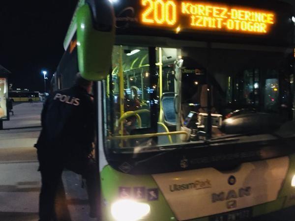 Otobüsten İnmeyen Koronavirüs Hastası Kadını Polis İndirdi