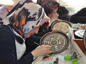 Yozgat'lı Kadınlar Bakır İşliyor