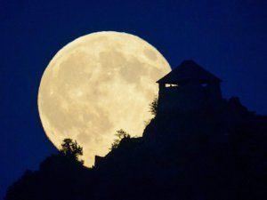 NASA Ay Tutulmasını Canlı Yayında Gösterecek