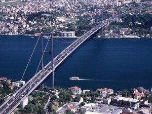 Boğaziçi Köprüsü'nde İntihar Girişimi Polisler ve Psikologlar Tarafından Engellendi