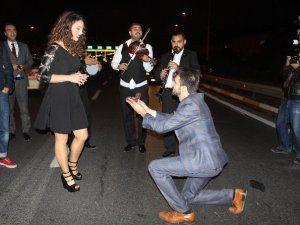Boğaziçi Köprüsü'nde Orkestra Eşliğinde Evlenme Teklifi
