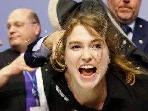 Kadın Saldırgan Avrupa Merkez Bankası Başkanına Saldırdı