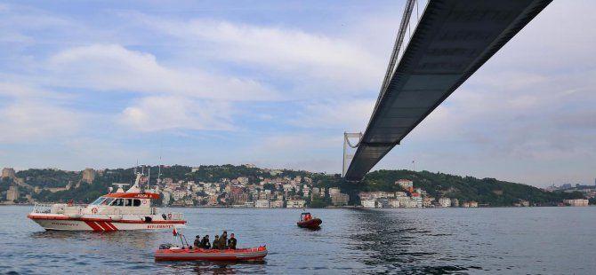 İstanbul Boğazı'nda Sürat Teknesi Alabora Oldu: 2 Kişi Kayıp