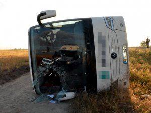 Niğde'de Yolcu Otobüsü Şarampole Devrildi