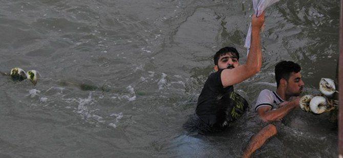 Samsun'da Denize Giren İki Suriyeli Boğulmaktan Çarşafa Tutunarak Kurtuldu