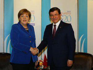 Başbakan Davutoğlu Almanya Başbakanı Angela Merkel'le Görüştü