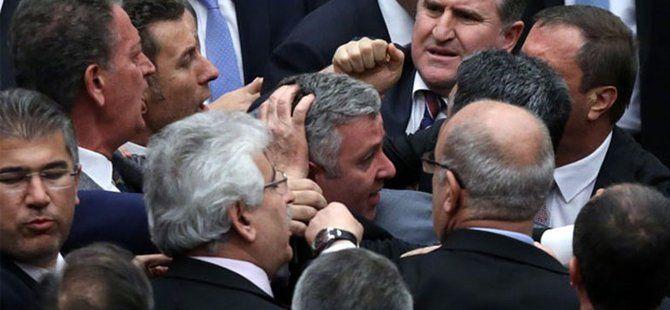 Meclis'te AK Parti ve CHP'li Milletvekilleri Arasında Kavga