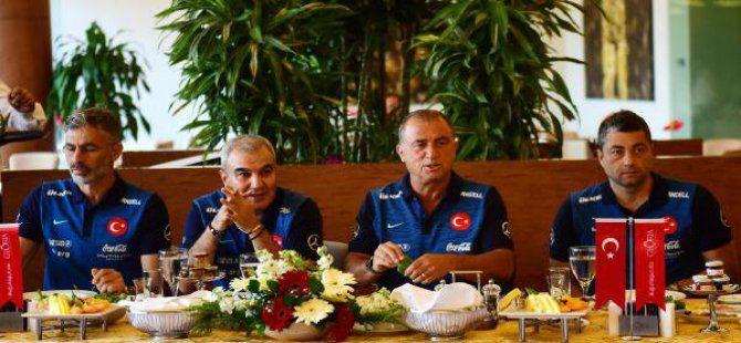 Türkiye Futbol Direktörü Fatih Terim'den +90 Esprisi