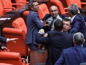 Meclis'te AK Parti ile HDP'li Vekiller Arasında Yumruk Yumruğa Kavga Çıktı