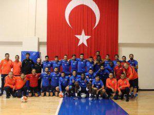 Akhisar Belediyesporlu Futbolcular Demokrasi Pozu Verdi