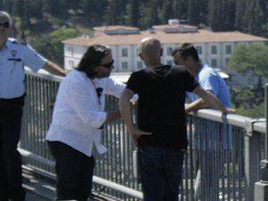 Firari Albay Boğaziçi Köprüsü'nde İntihar Etmek İstedi