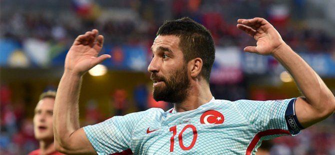 İtalyan Kulüpleri Arda Turan'ı Transfer Etmek İçin Sıraya Girdi