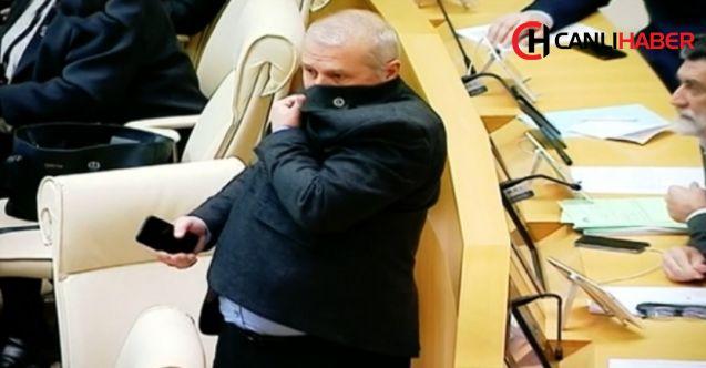 Gürcistan parlamentosunda şüpheli sıvı paniği