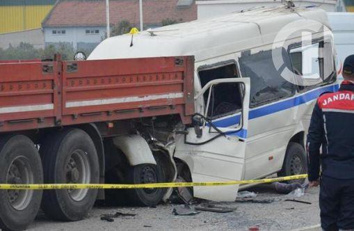 Manisa'daki feci kazada ölü ve yaralılar var