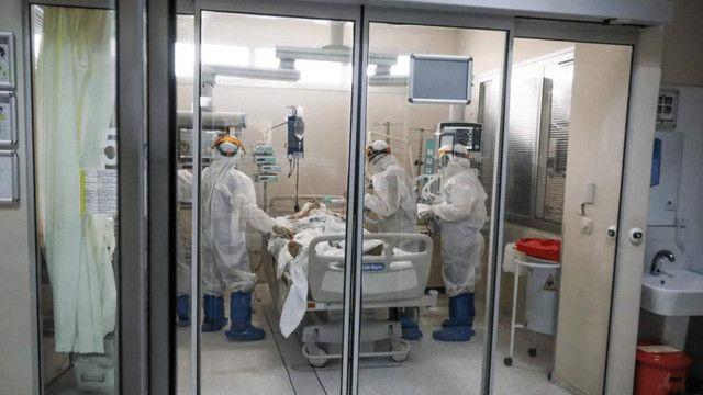 Aynı hastanede 50 sağlık çalışanı koronavirüse yakalandı