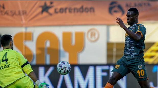 Alanyaspor liderliği bırakmıyor Alanyaspor 1-0 Konyaspor