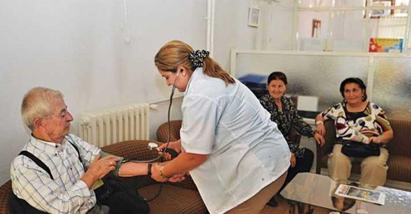 Huzurevleri ve bakımevlerinde kalan yaşlıların aşılanmasına başlandı