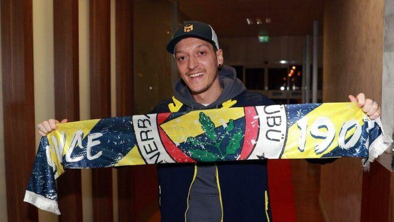 Fenerbahçe Mesut Özil'in imza atacağı gün hakkında açıklama yaptı!