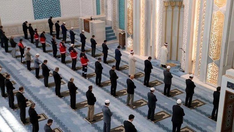 Sokağa Çıkma Yasağının Olduğu Cuma Günü Camilerde Cuma Namazı Kılınacak Mı?
