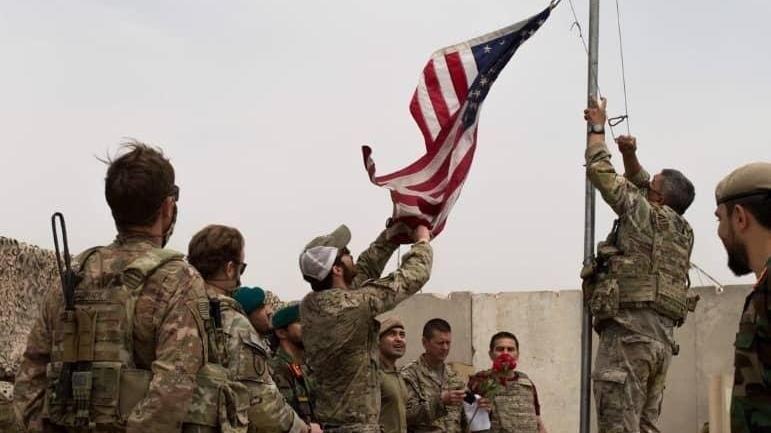 ABD bayrağı 20 yıl indirildi! Üs el değiştirdi