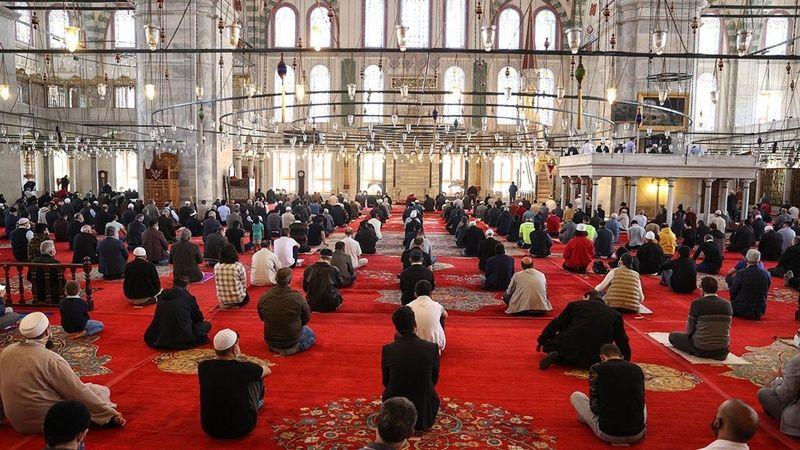 Bayram namazı camilerde kılınacak mı? Diyanet İşleri Başkanı yanıtladı