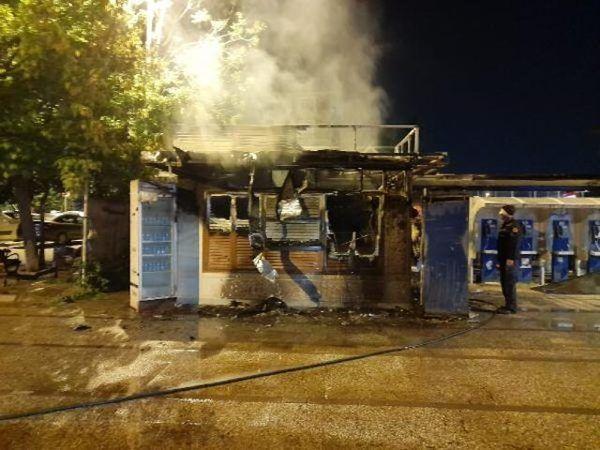 İstanbul halk ekmek büfesi alev alev yandı! Kundaklama şüphesi