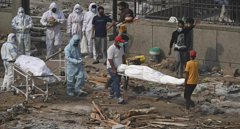 Hindistan'dan koronavirüsten ölenlerin cesetleri Ganj Nehri kıyısına vurdu
