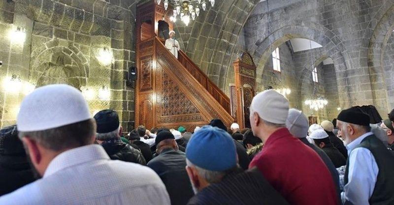 13 Mayıs camilerde bayram namazı kılınacak mı? Bayram namazı saatleri belli oldu mu?