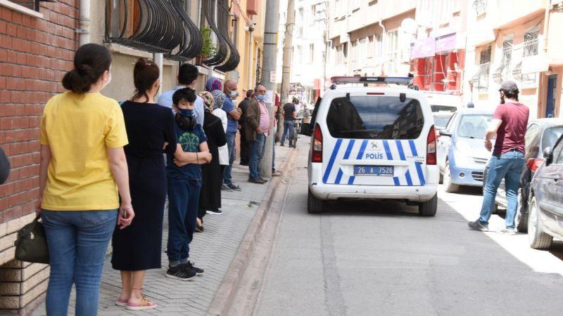 Ucuz tatlı için kuyruk oluşunca polis işletmeye ceza kesti