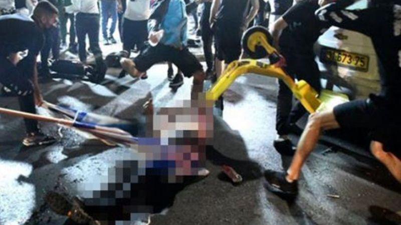 İsrailliler Müslüman Bir Sürücüyü Cadde Ortasında Linç Etti