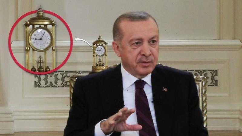 Erdoğan'ın arkasında duran saat detayı: 09.05
