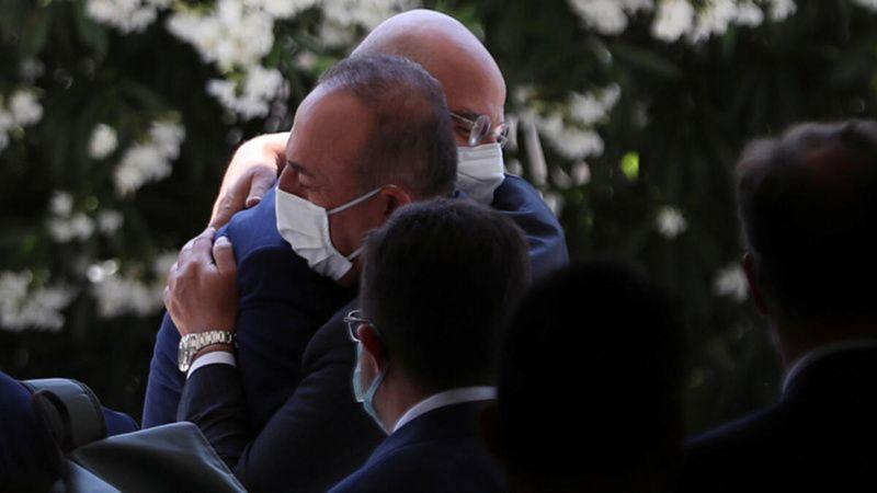 Yunan Bakan, Çavuşoğlu ile niye kucaklaştığını açıkladı